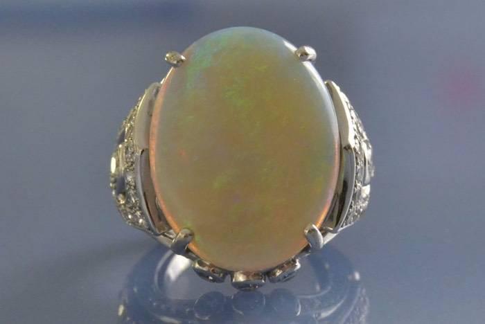 bague opale blanche