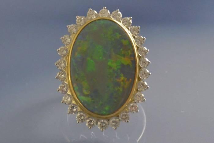 bague diamants et opale centrale