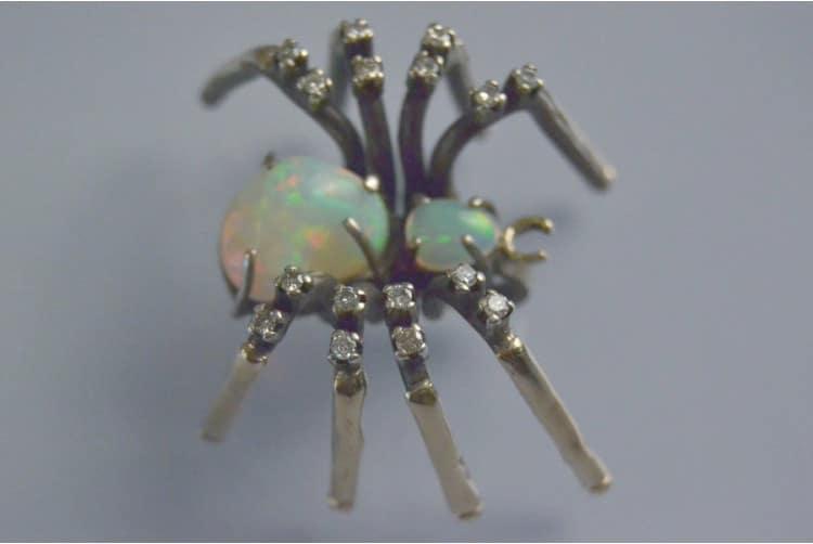 broche araignée opale