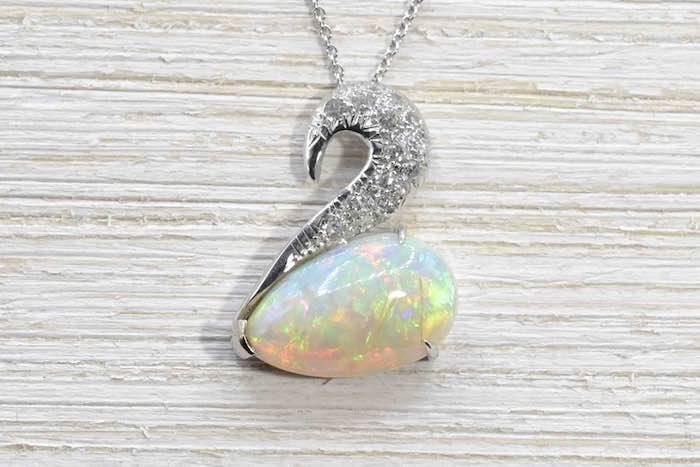 rachat pendentif cygne opale