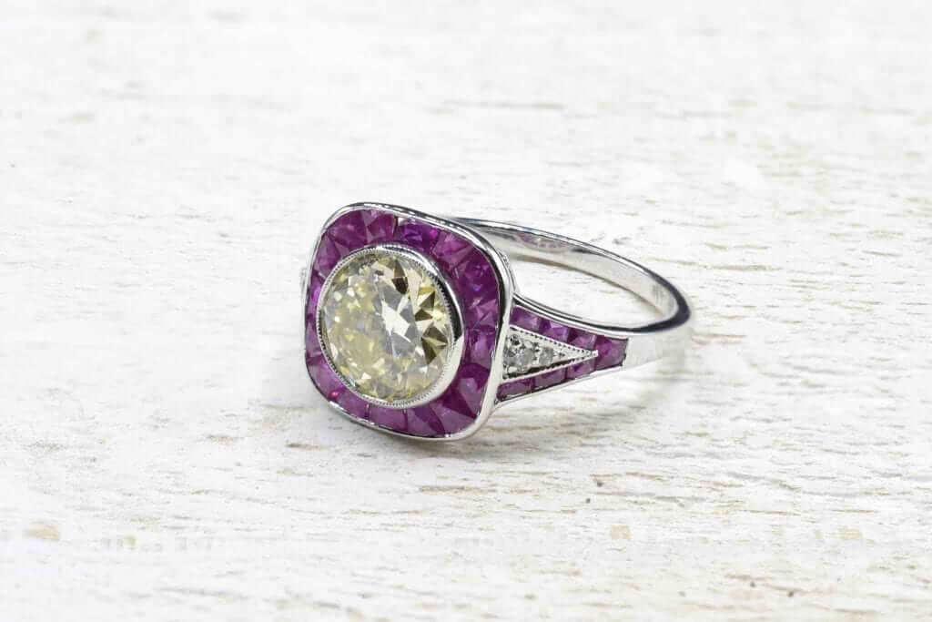 bague diamants central et rubis