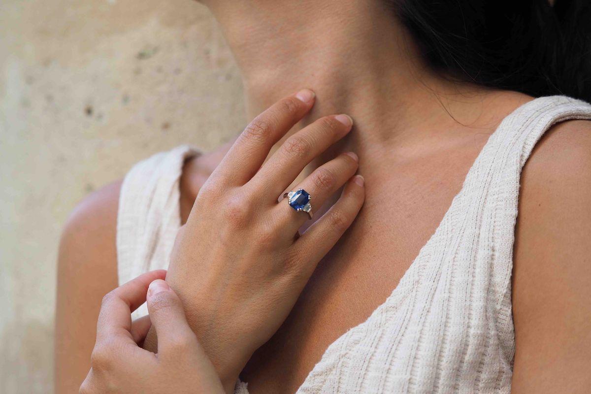 jolie bague sertie de diamants