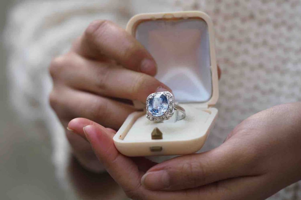 Bague de fiançailles saphir diamants