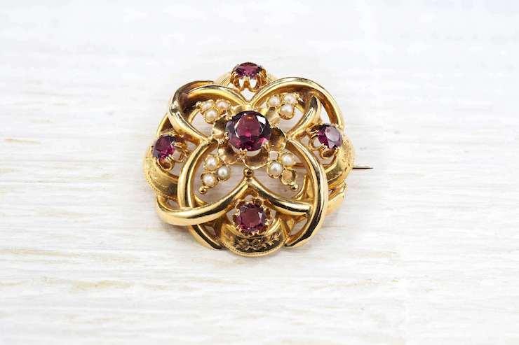 bijou en or et rubis